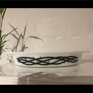 Pyrex Barbwire Oval Divided Baking Dish